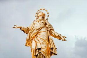 Mary, Queen of Heaven statue